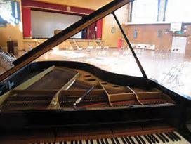卒業式の歌のピアノ伴奏に立候補する受験生