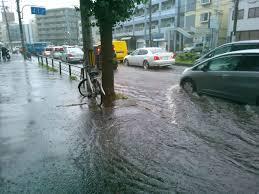 大雨洪水警報小学校休み中学校実力テスト